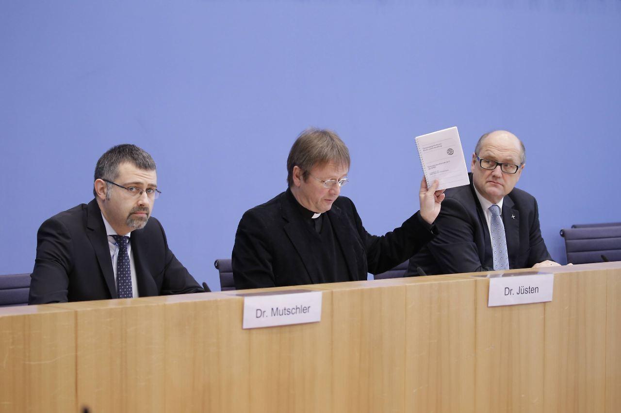 Karl Jüsten, katholischer Vorsitzender der GKKE fordert eine neue Rechtsgrundlage für den Export