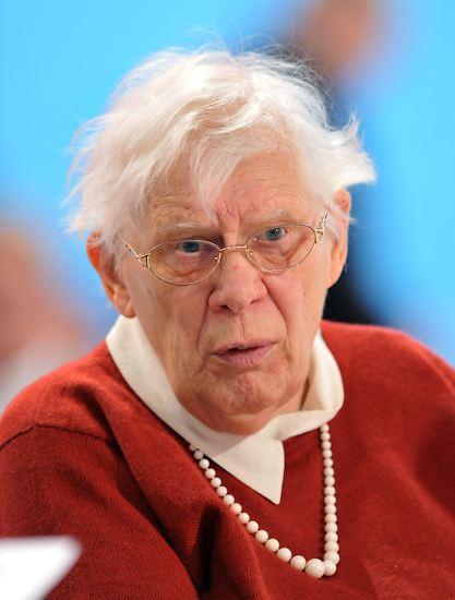 ... lebte sie seit 1996 in Dresden. In der Heimatstadt ihres Mannes gründete sie 2003 die Herbert-und-Greta-Wehner-Stiftung, die demokratische und politische Bildung in Sachsen unterstützt. Greta Wehner starb mit 93 Jahren am 23. Dezember. (abe/dpa)