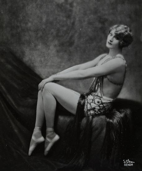 Zu Beginn des 20. Jahrhunderts rissen sich die Reichen und Schönen in Wien und Paris darum, von Madame d'Ora in Szene gesetzt zu werden, ... (im Bild: der Variété- und Trapezkünstler Barbette, 1926)