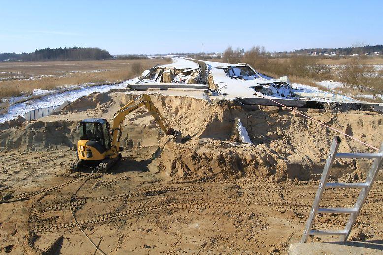 Der Begriff Autobahn-Loch bekommt an der A20 bei Tribsees gerade noch einmal eine ganz andere Bedeutung.