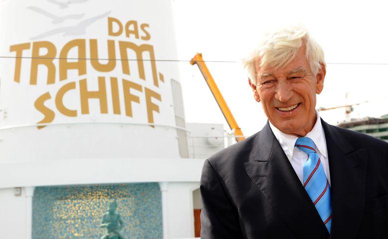 """Er war einer der großen deutschen TV-Stars. Ob als Kapitän auf dem """"Traumschiff"""", …"""