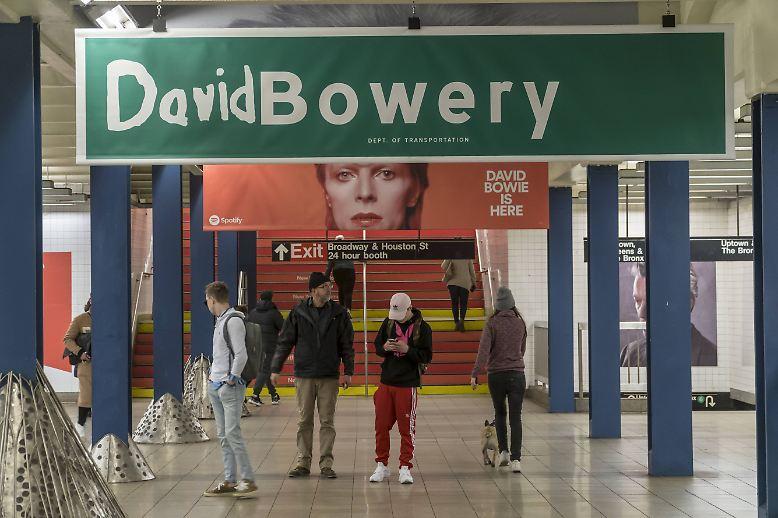 In New York ist eine U-Bahn-Station in eine Art Museum für David Bowie verwandelt worden.
