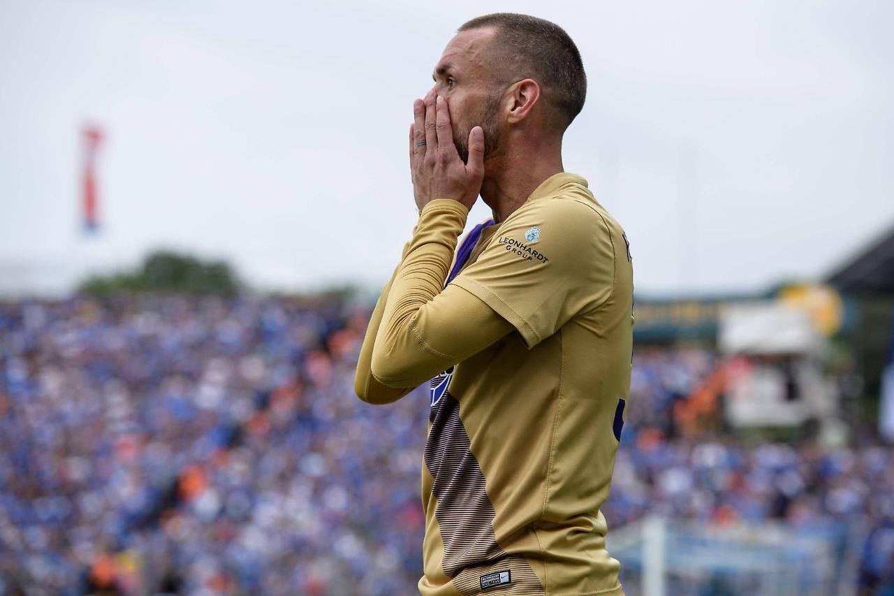 Liga: Düsseldorf ist Meister, Braunschweig steigt ab