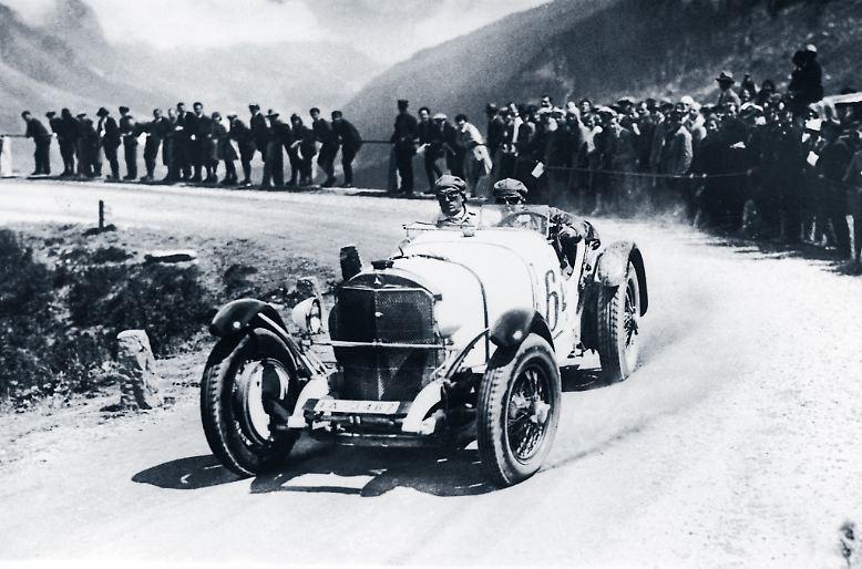 Das schnellste Auto auf deutschen Straßen war vor 90 Jahren der Mercedes SSK. Mit einer Spitzengeschwindigkeit von 192 km/h hatte er seinerzeit den Ruf wie heutzutage ein Bugatti Chiron.