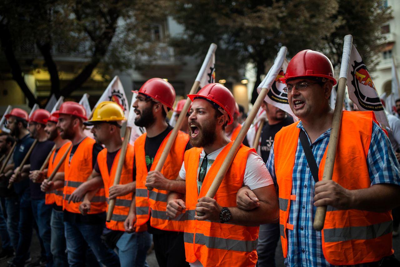 Nach dem Rettungsprogramm: Tsipras verspricht Griechen mehr Geld