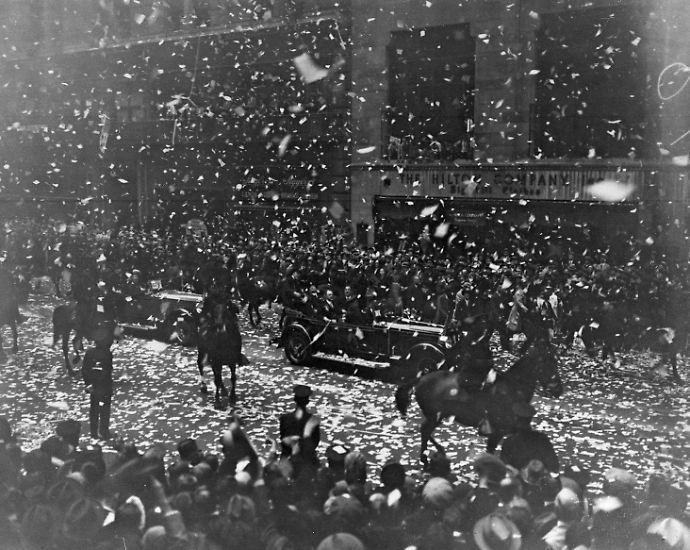 Konfetti regnet vom Himmel. Die Menge jubelt. Solch ein pompöser Empfang wird nur wenigen New-York-Besuchern zuteil: Mit einer rauschenden Parade wird Hugo Eckener 1928 in Manhattan wie ein hoher Staatsgast begrüßt. Der Name mag heute nur noch wenigen geläufig sein, damals war Eckener aber ein Weltstar.