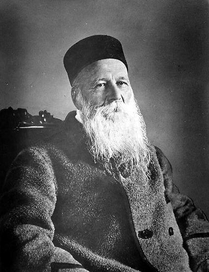Die ersten Preisträger waren übrigens 1901 der Gründer des Internationalen Komitees vom Roten Kreuz, Henry Dunant ...