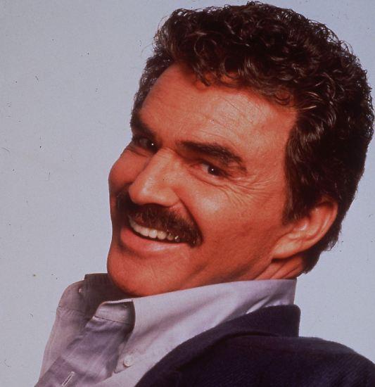 Männer wie Burt Reynolds gibt es heute nicht mehr oder zumindest nur noch ganz selten. Der Sohn eines Halbblut-Indianers schrieb Geschichte auf dem Weg von ganz unten nach oben und wieder zurück.