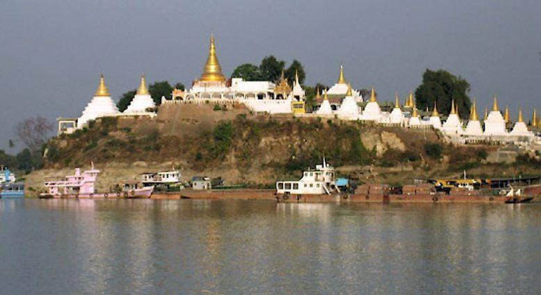 Birma ist fast doppelt so groß wie die Bundesrepublik Deutschland: Es ist etwa 1920 Kilometer lang und 905 Kilometer breit.