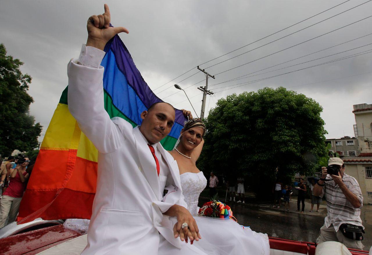Homo-Ehen-Verbot in Kuba umgangen: Schwuler heiratet Transsexuelle ...
