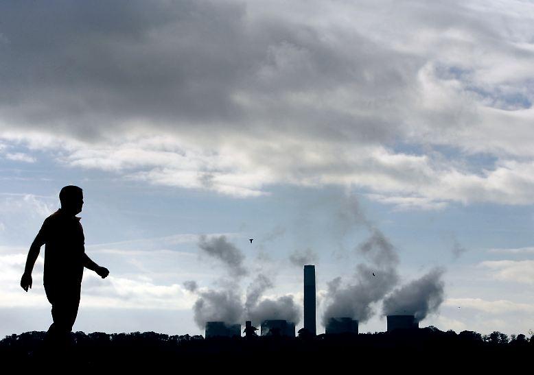 Dabei ist seit langem klar, was getan werden muss: Der CO2-Ausstoß muss drastisch runtergefahren werden. Es kann nicht weitergehen wie bisher. (Text: Hubertus Volmer)