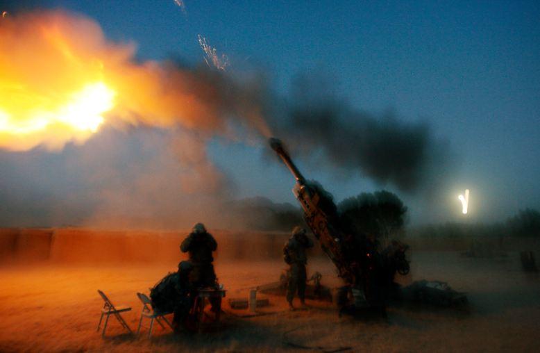 Nicht einmal einen Monat nach den Anschlägen greifen die USA das Regime in Afghanistan an. Im März 2003 beginnt der Irak-Krieg. Auch er wird letztlich - fälschlicherweise - mit den Anschlägen vom 11. September 2001 begründet.