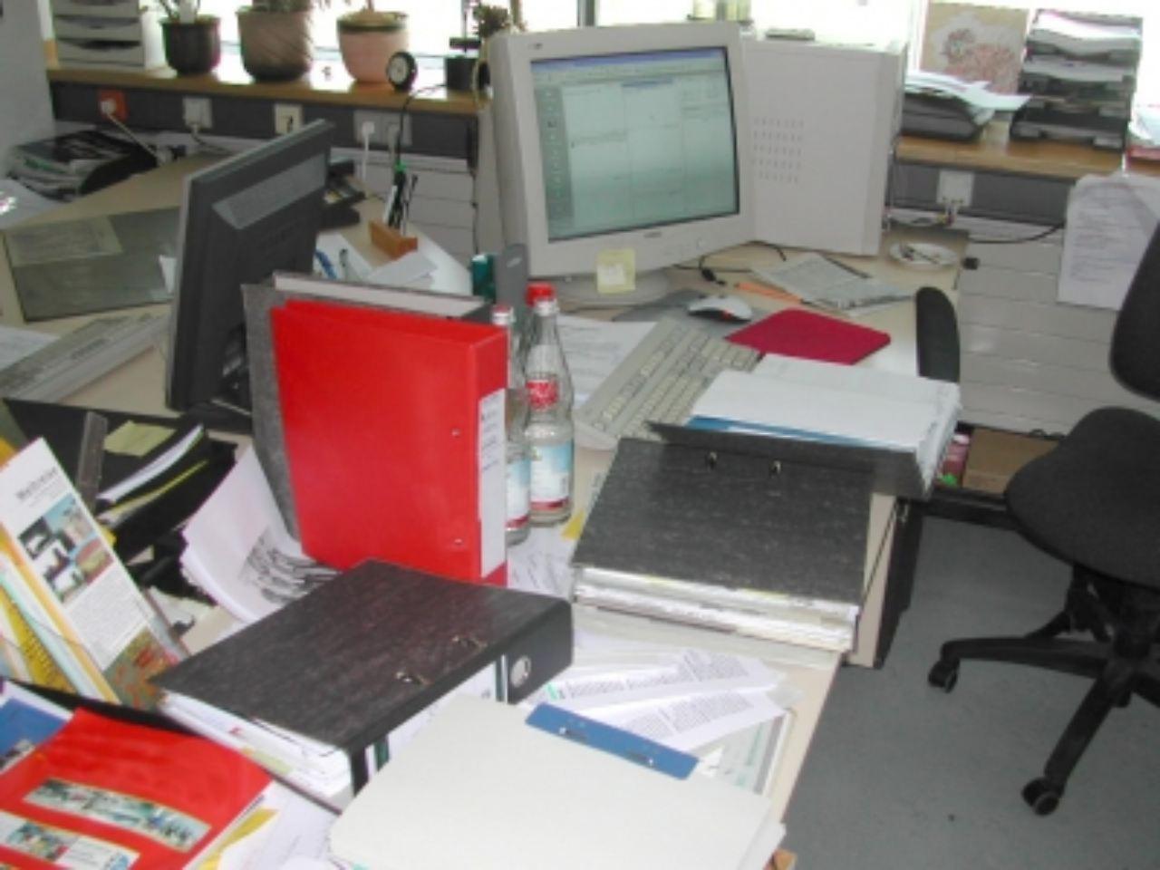 Was du heute kannst besorgen verschieben ist for Schreibtisch chaos