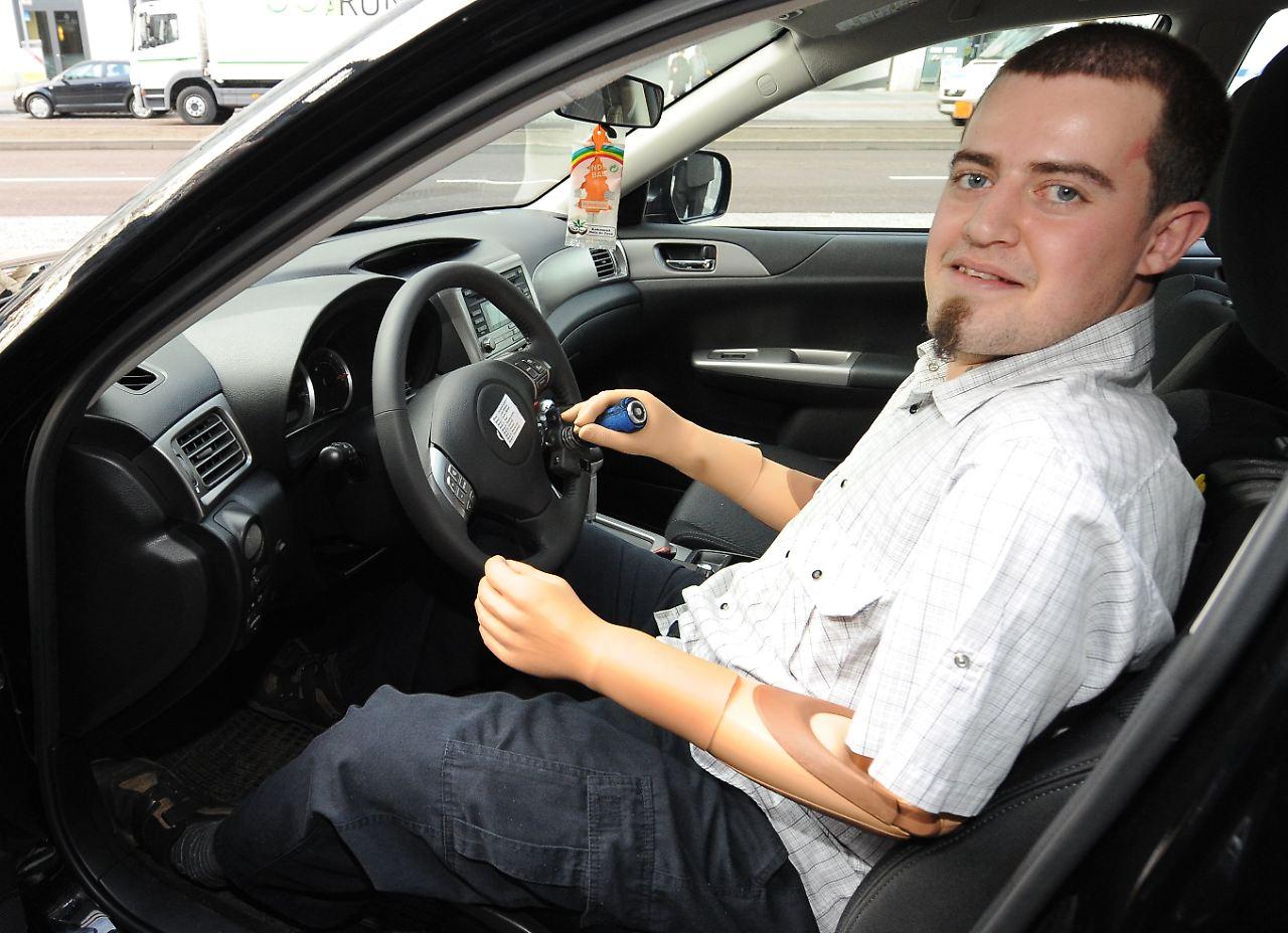gehirn steuert prothesen autofahren ohne arme n. Black Bedroom Furniture Sets. Home Design Ideas