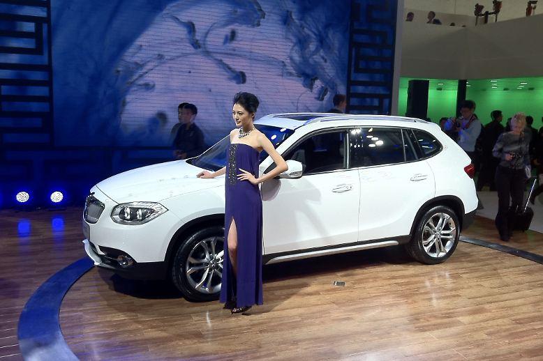 Flop: BMW kann einem leidtun. Einst wurden scharfe Geschütze gegen den harmlosen Shuanghuan CEO aufgefahren. Jetzt müssen die Bayern hinnehmen, dass der eigene Kooperationspartner Brilliance eine originalgetreuere Kopie des X1 zusammenschraubt.