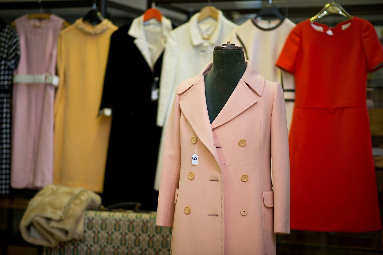 Kleider und Koffer unterm Hammer: Romy-Nachlass bringt 15.000 Euro - n ...