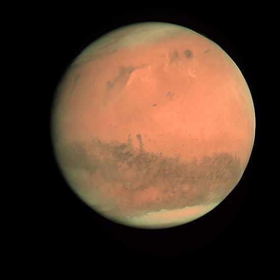 Große Methan-Vorkommen auf dem Mars führten zu zahlreichen Spekulationen. Manche Wissenschaftler werteten sie als Indiz für Mikroorganismen und damit für Leben. Doch wie man inzwischen herausgefunden hat, ist die Methan-Quelle eine andere: Das Gas stammt zum großen Teil aus Meteoriten. Lebewesen auf dem Mars sind daher wohl reine Fiktion. Und so wird es noch lange bleiben.