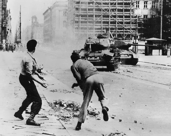 Das wohl bekannteste Bild des Arbeiteraufstands vom 17. Juni 1953 in der DDR.