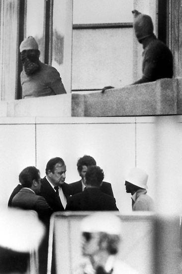 Einzig den damaligen Bundesinnenminister Genscher, der sich als Austausch für die Geiseln angeboten hatte, klammerte Spitzer aus ihrer Kritik aus. (sla/AFP/rts/ dpa)