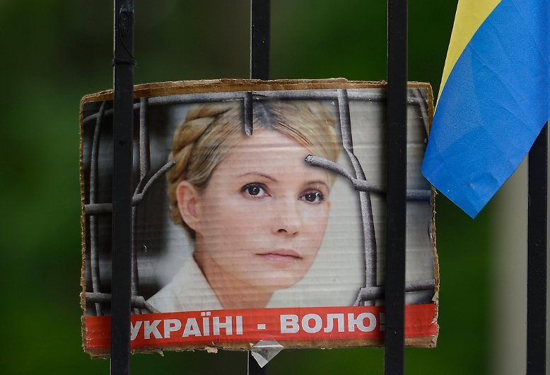 """Vor einem Jahr wird die ukrainische Ex-Regierungschefin Julia Timoschenko verhaftet. """"Ihre Haft ist ein Zeichen der Hilflosigkeit der Staatsführung"""", sagt ein Oppositioneller."""