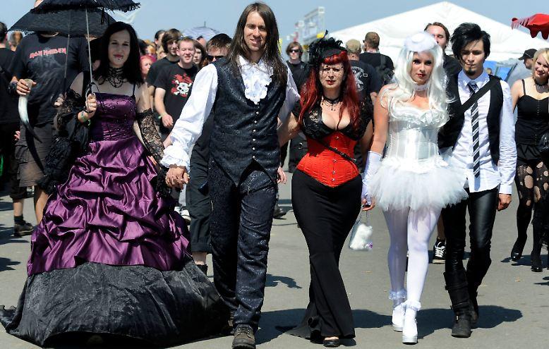 gothic fans unter sich maskenball der d sternis in hildesheim n. Black Bedroom Furniture Sets. Home Design Ideas
