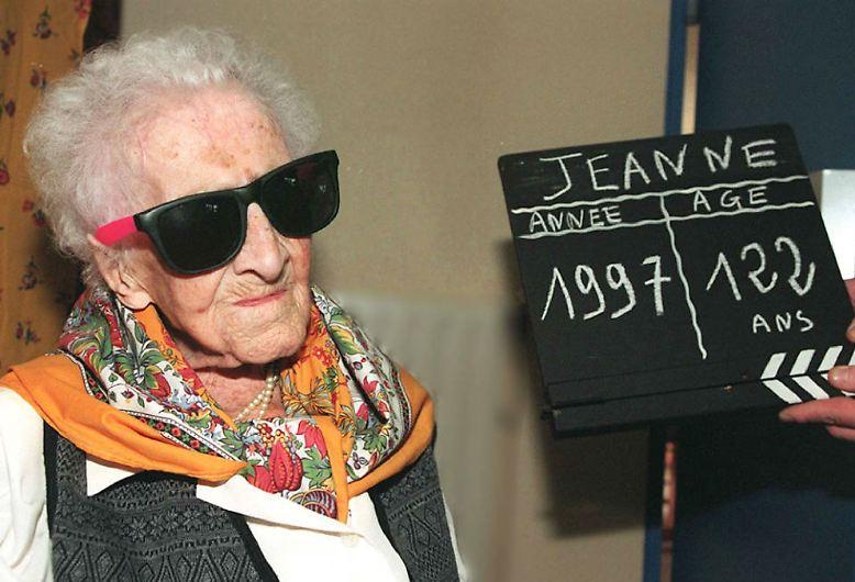 Stolzes Alter: Die Französin Jeanne Calments verstarb 1997 mit 122 Jahren. Bei keinem anderen Menschen konnte bisher nachgewiesen werden, dass er so lange auf der Erde weilte wie die 1875 geborene Calment. Sie zeigt, wie hoch die maximale Lebenserwartung des Menschen ist.