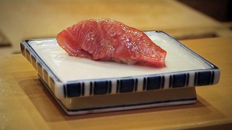 Manchen Deutschen wird schon bei sowas etwas anders: Sushi, roher Fisch.