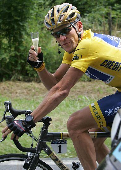 Er, Lance, dem auf seiner Tour  alle Mittel recht waren. Der so oft das gelbe Trikot trug, aber nie ein echter Champion gewesen ist. Und der am Ende immer noch alles leugnet.