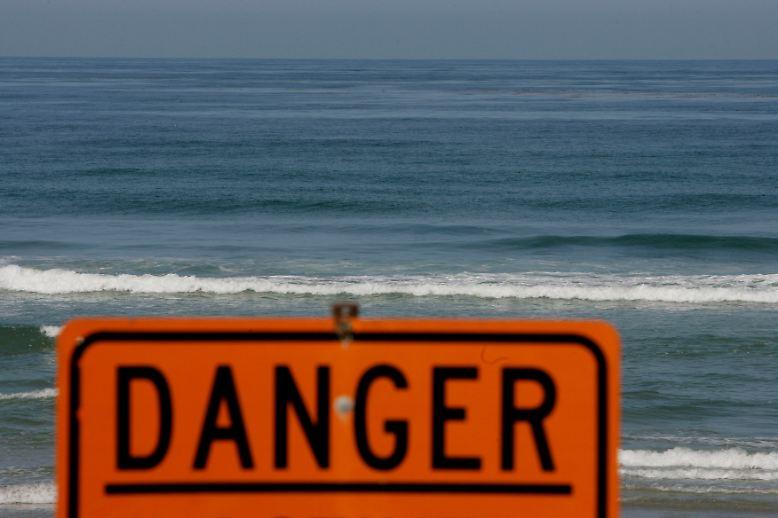 Immer wieder werden in Hawaii, an den Küsten Floridas, Australiens und Südafrikas Surfer und Schwimmer von Haien angegriffen.