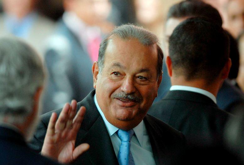 """Der mexikanische Telekom-Magnat Carlos Slim ist der reichste Mensch der Welt. Der 70-Jährige erklomm nach den Berechnungen des US-Wirtschaftsmagazins """"Forbes"""" in diesem Jahr erstmals den Thron der Superreichen ..."""