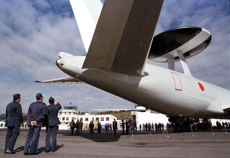 Gemessen am Umsatz mit Rüstungsprodukten ist der US-Konzern BOEING der größte Waffenproduzent der Welt. Zum Angebot des Unternehmens zählt unter anderem das Aufklärungsflugzeug AWACS.