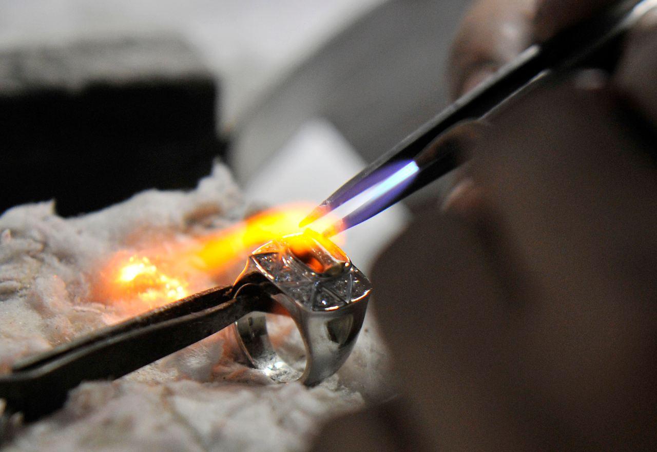 Metallurgie (gleichbedeutend Hüttenwesen) bezeichnet die Gesamtheit der Verfahren zur Gewinnung und Verarbeitung von Metallen und anderen metallurgisch nützlichen Elementen.