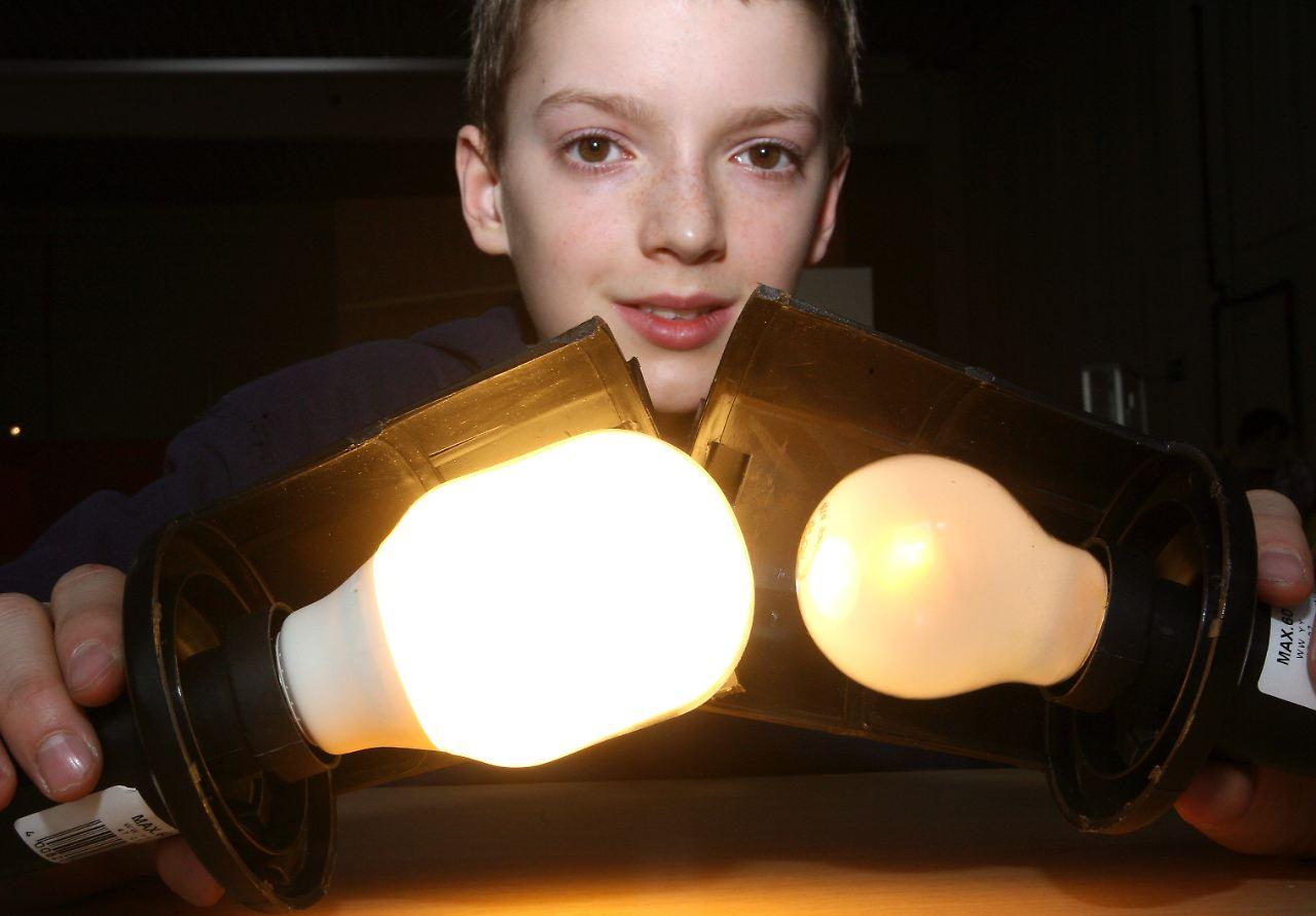 was bei energiesparlampen z hlt auch warmes licht ist machbar n. Black Bedroom Furniture Sets. Home Design Ideas