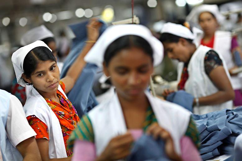 ... In Bangladesch arbeiten 2,5 Millionen Menschen in Textilfabriken.