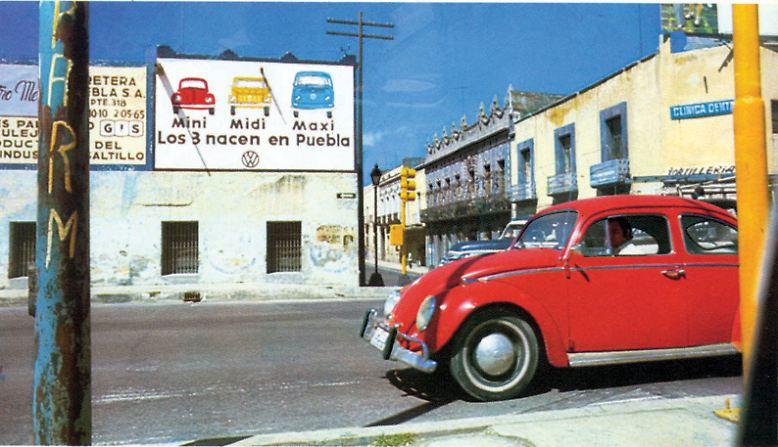 ... der die Karriere des größten Käfers aller Zeiten beendete. Nicht unerwähnt bleiben darf eine Randnotiz der Geschichte: Das geplante US-Gesetz, dem der VW 1303 seine Entstehung verdankt, wurde nie realisiert.