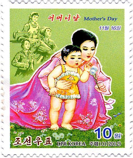 Und zum Schluss: Mit dieser Briefmarke feierte die nordkoreanische Post am 13. November Muttertag. Denn Muttertag ist in Nordkorea nicht im Frühling, sondern im Herbst.