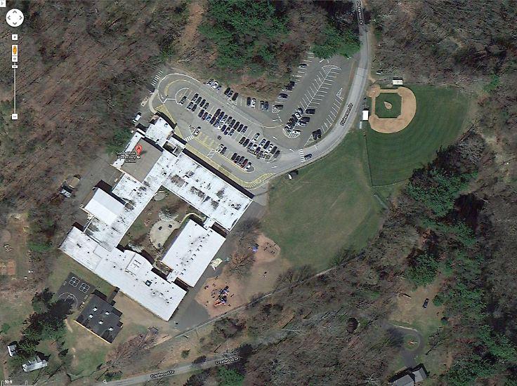 In einer Grundschule in dem Ort Newtown im Bundesstaat Connecticut schießt ein 20-Jähriger um sich.