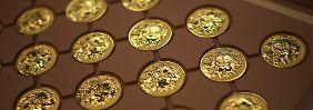 Bargeld und Gold lacht