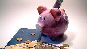 Wenn sich die Banken untereinander kein Geld leihen wollen, nehmen sie eben das der Kunden.