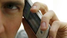 Viel-Telefonierer zahlen oft weit über 50 Euro im Monat. Das muss nicht sein.