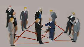 Ein gutes Netzwerk hilft, doch bei Stellen für Hochqualifizierte kommt man oft nicht um eine klassische Bewerbung herum.