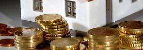 Der Weg zur eigenen Immobilie bringt viele Kosten neben dem Kaufpreis mit sich.