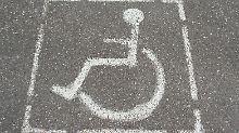 Wer schwerbehindert ist, braucht viel Geld, etwa für ein behindertengerechtes Fahrzeug.