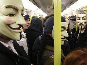 """In der Öffentlichkeit tragen Mitglieder von Anonymous Masken, die aus der Comic-Verfilmung """"V wie Vendetta"""" bekannt sind."""