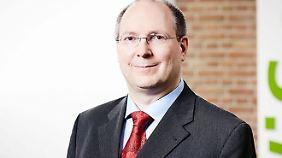 Erik Hölzl lehrt Wirtschaftspsychologie an der Universität zu Köln.